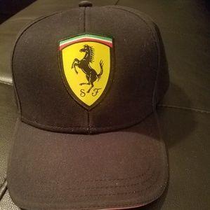 Men ferrari dad hat pre owned good condition